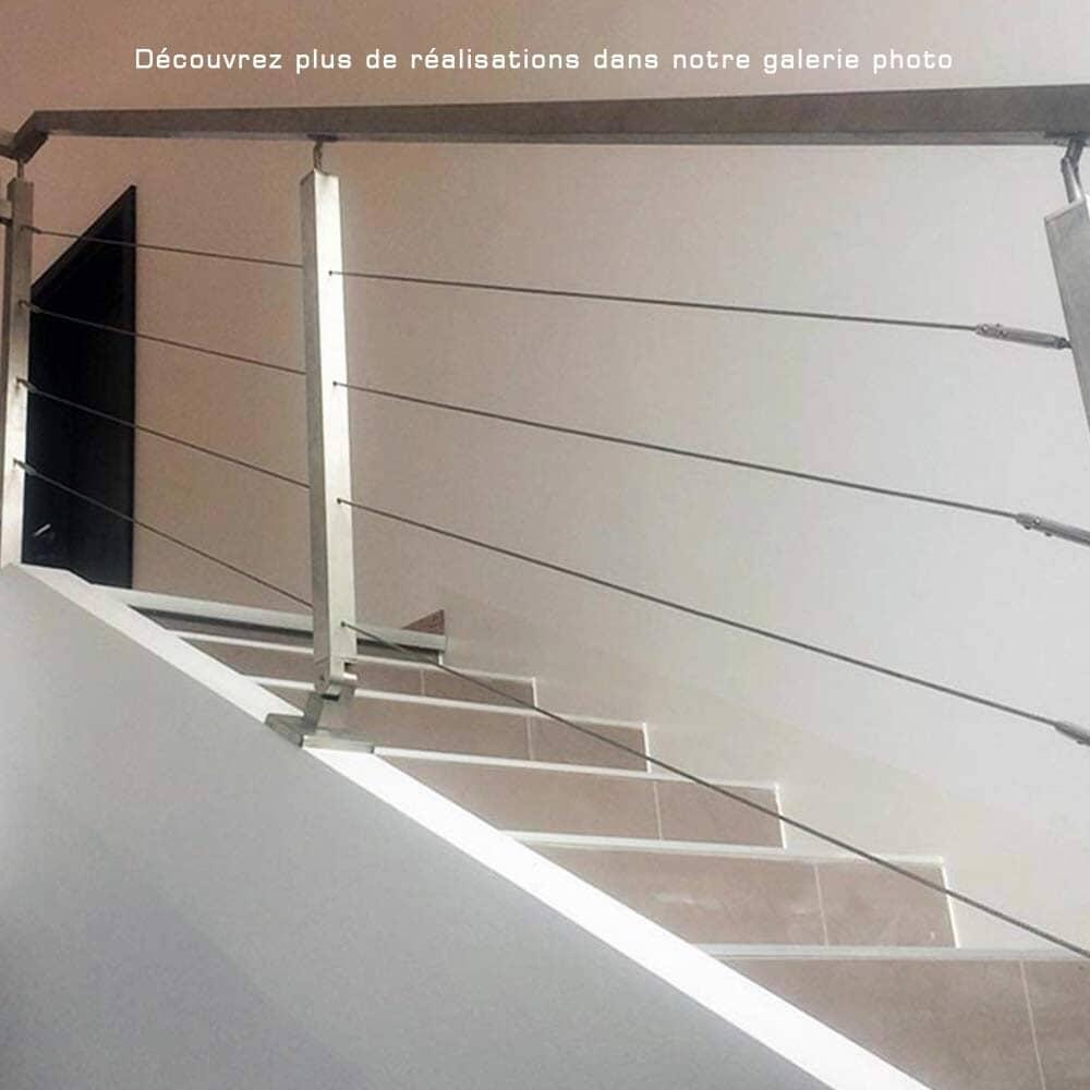 Garde-corps escalier à câbles traversants tube carré